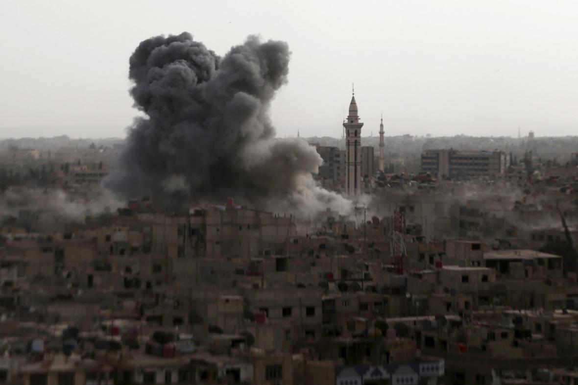 Nálet Asadových jednotek na město Duma