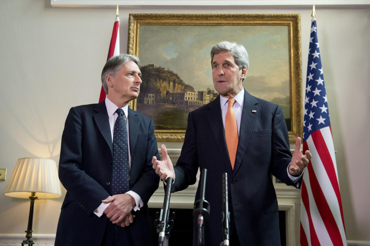 Philip Hammond a John Kerry