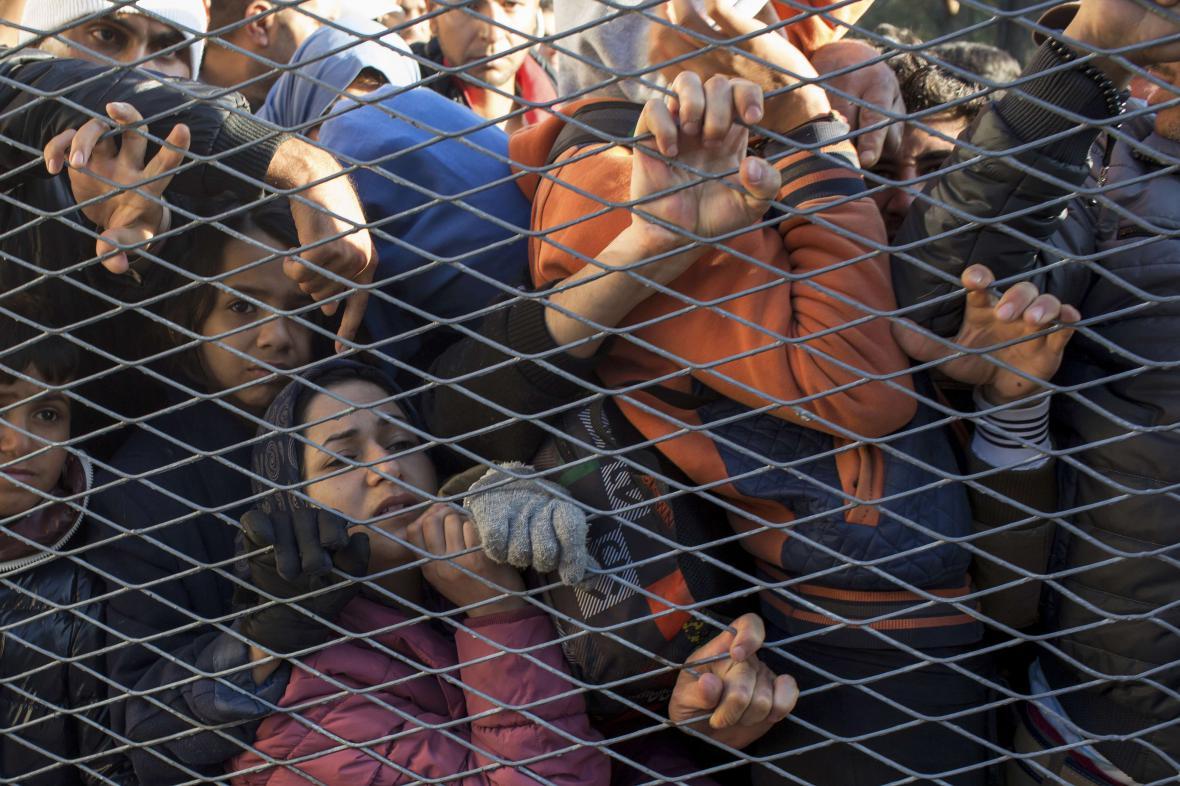 Běženci v táboře v Opatovaci