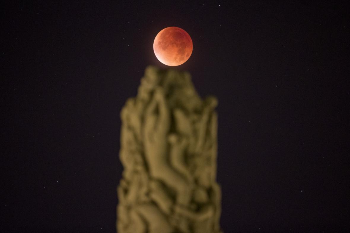Krvavý měsíc v Oslu