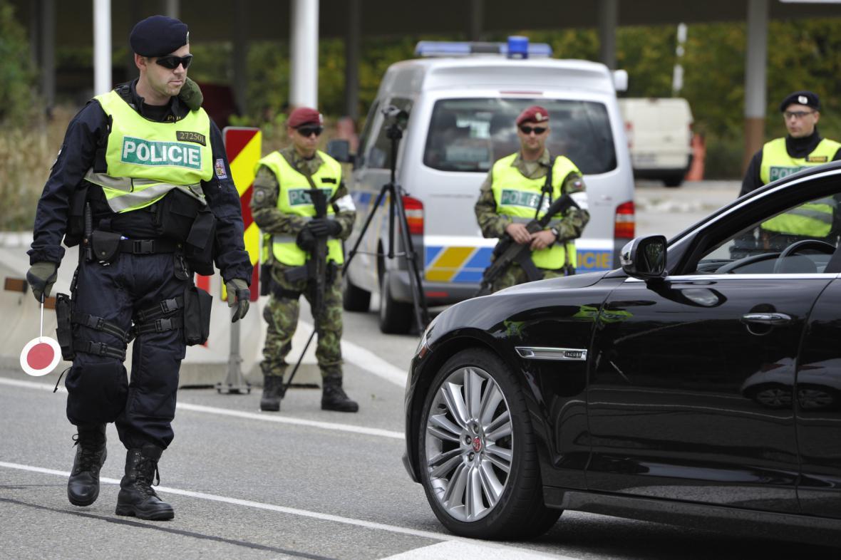 Cvičení policie a armády