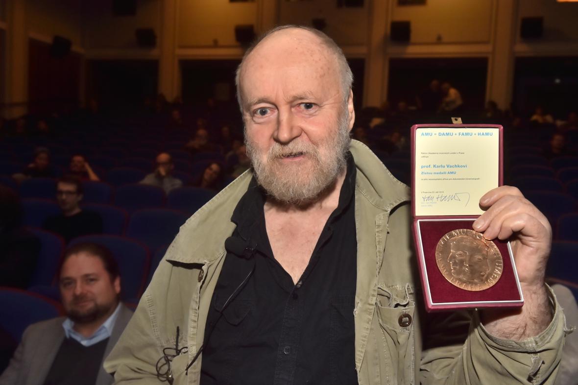 Karel Vachek se Zlatou medailí Akademie múzických umění