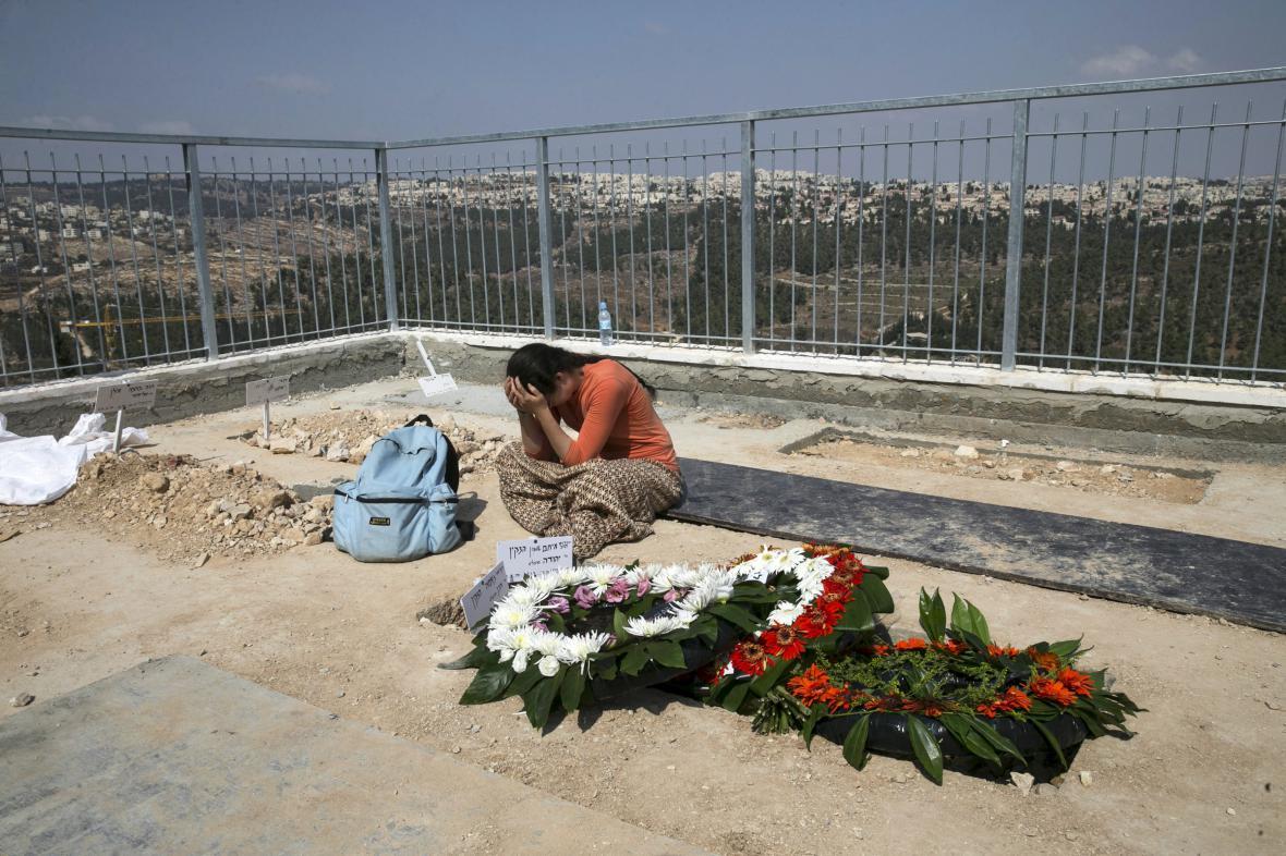 Pohřeb zavražděného izraelského páru