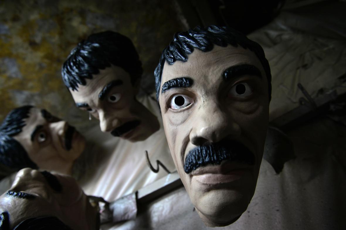 V Mexiku se prodávají halloweenské masky s Guzmánovou podobou