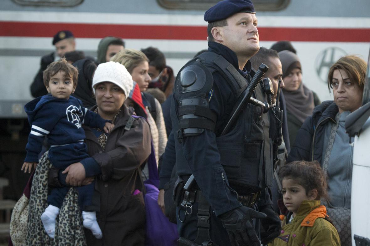 Uprchlíci na nádraží v Chorvatsku