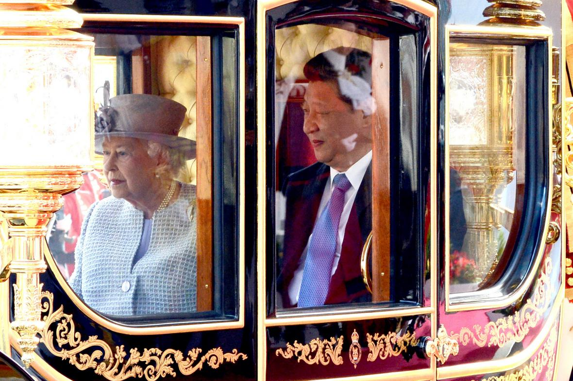 Královna Alžběta a prezident Si Ťin-Pching
