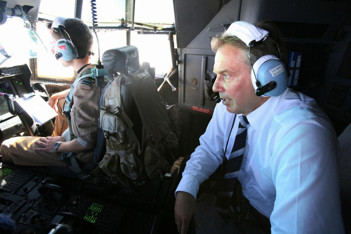 Tony Blair v helikoptéře nad Irákem