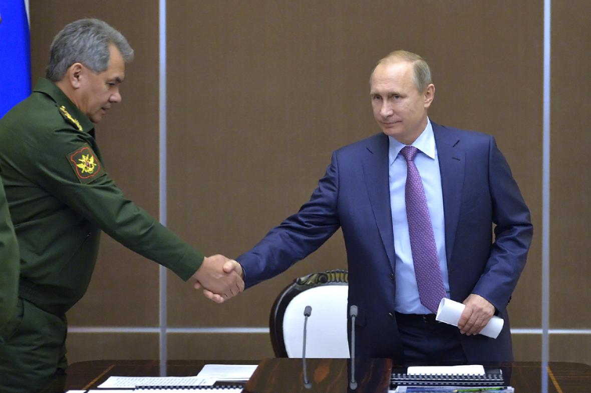 Vladimir Putin a ministr obrany Sergej Šojgu