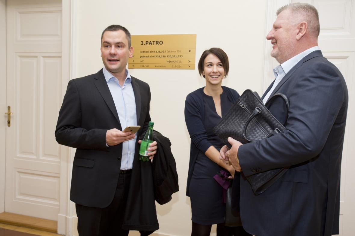 Ivo Rittig a jeho právníci, obžalovaní David Michal a Karolína Babáková