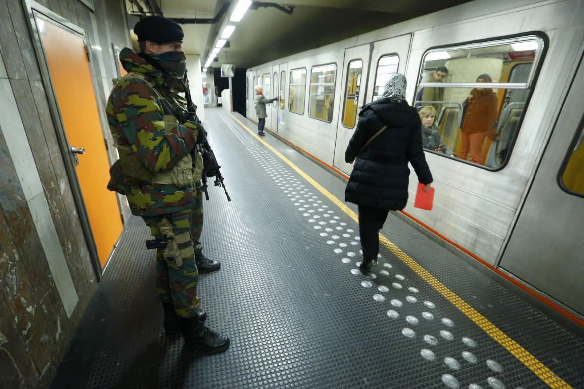 Vojáci v bruselském metru