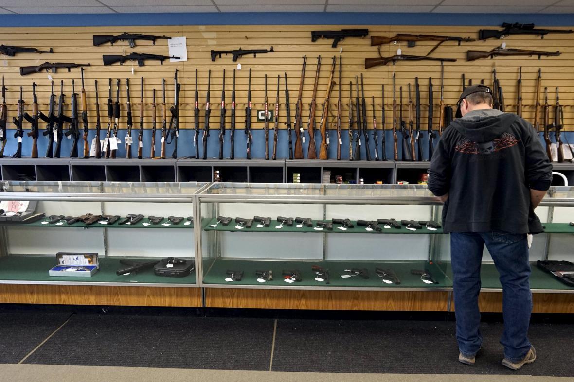 Obchod se zbraněmi v Coloradu