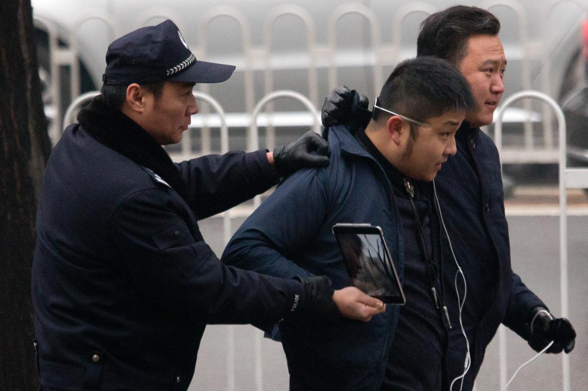 Soud s čínským právníkem
