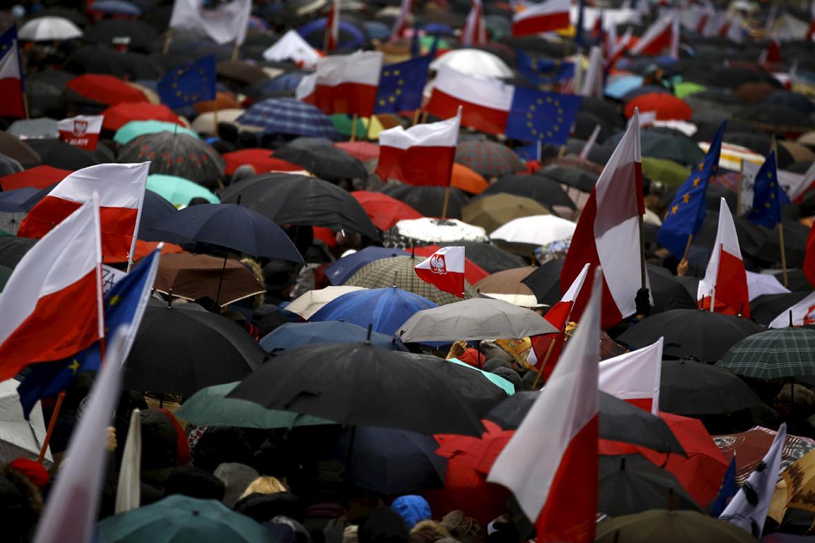 Poláci protestují proti posledním krokům konzervativní vlády