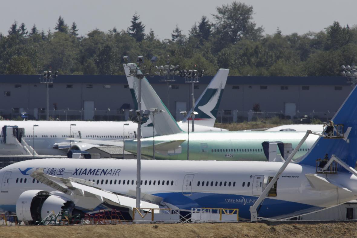 Pracovníci Boeingu pracují na letadlech pro Xiamen Airlines