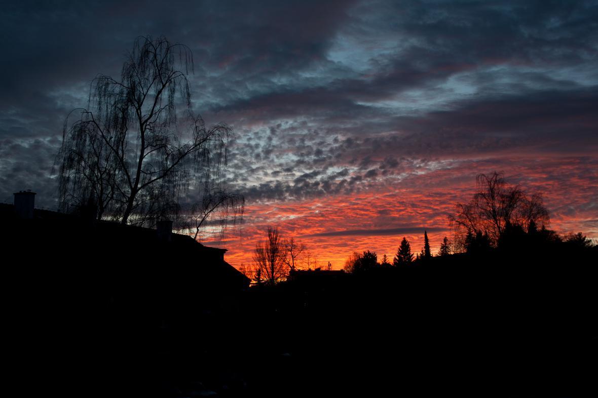 Západ slunce 17. prosince v Praze
