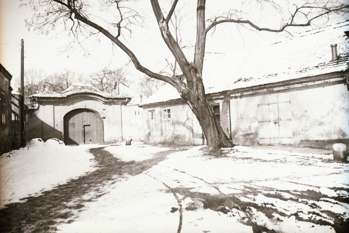 Zimní Praha na snímku z roku 1945
