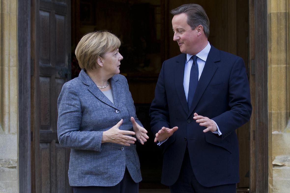 Britský premiér David Cameron s německou kancléřkou Angelou Merkelovou
