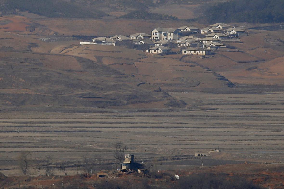 Severokorejské hlídkové stanoviště poblíž hranice s Jižní Koreou