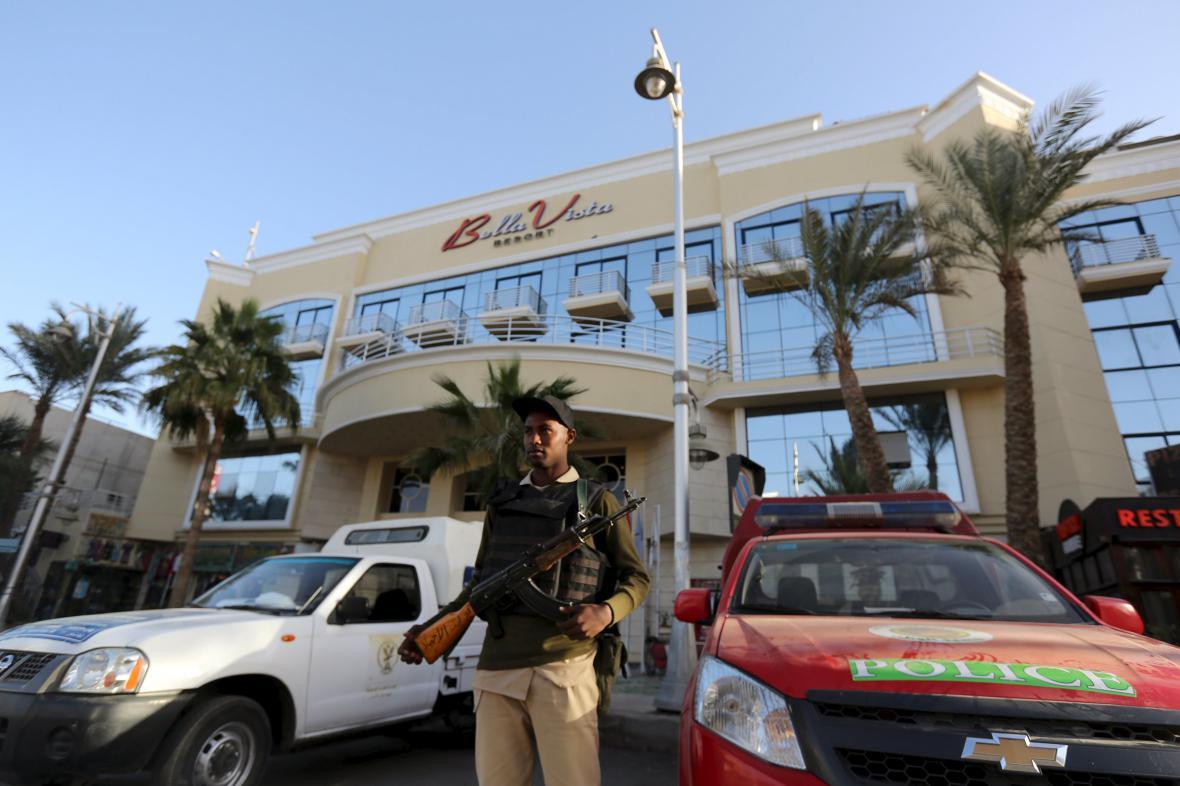 Hotel Bella Vista hlídají ozbrojené složky