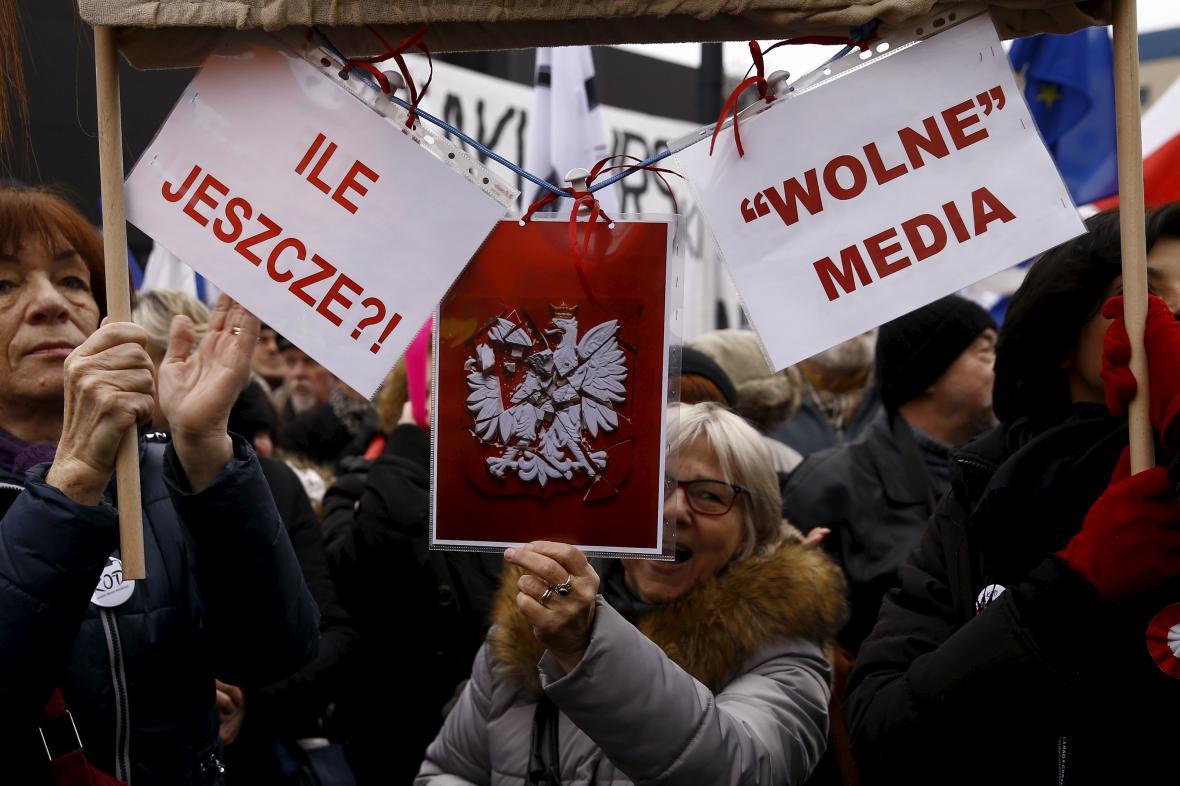 Poláci demonstrují za svobodná média