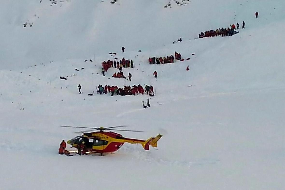 Lavina ve francouzských Alpách zasypala skupinu školáků