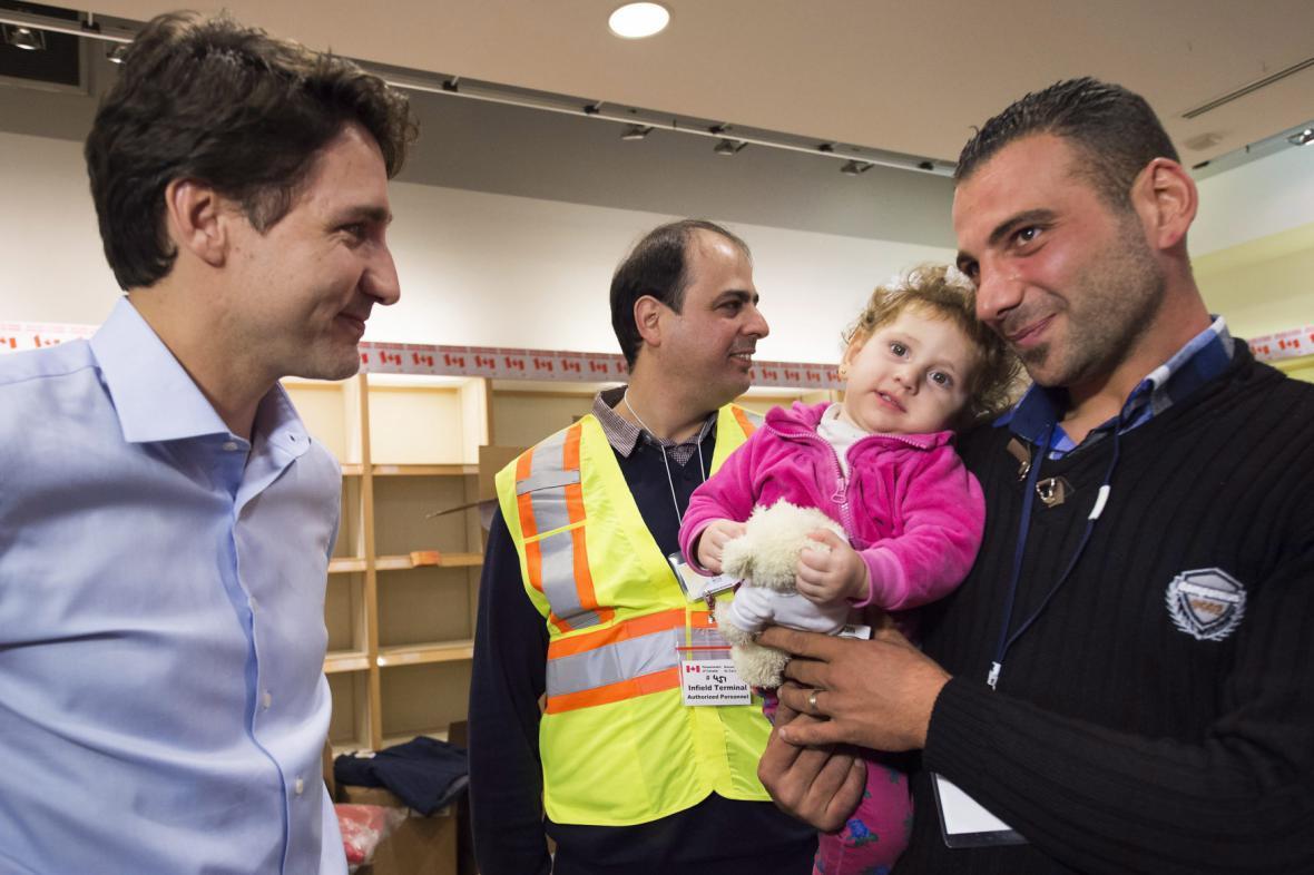 Premiér Justin Trudeau se syrskými uprchlíky