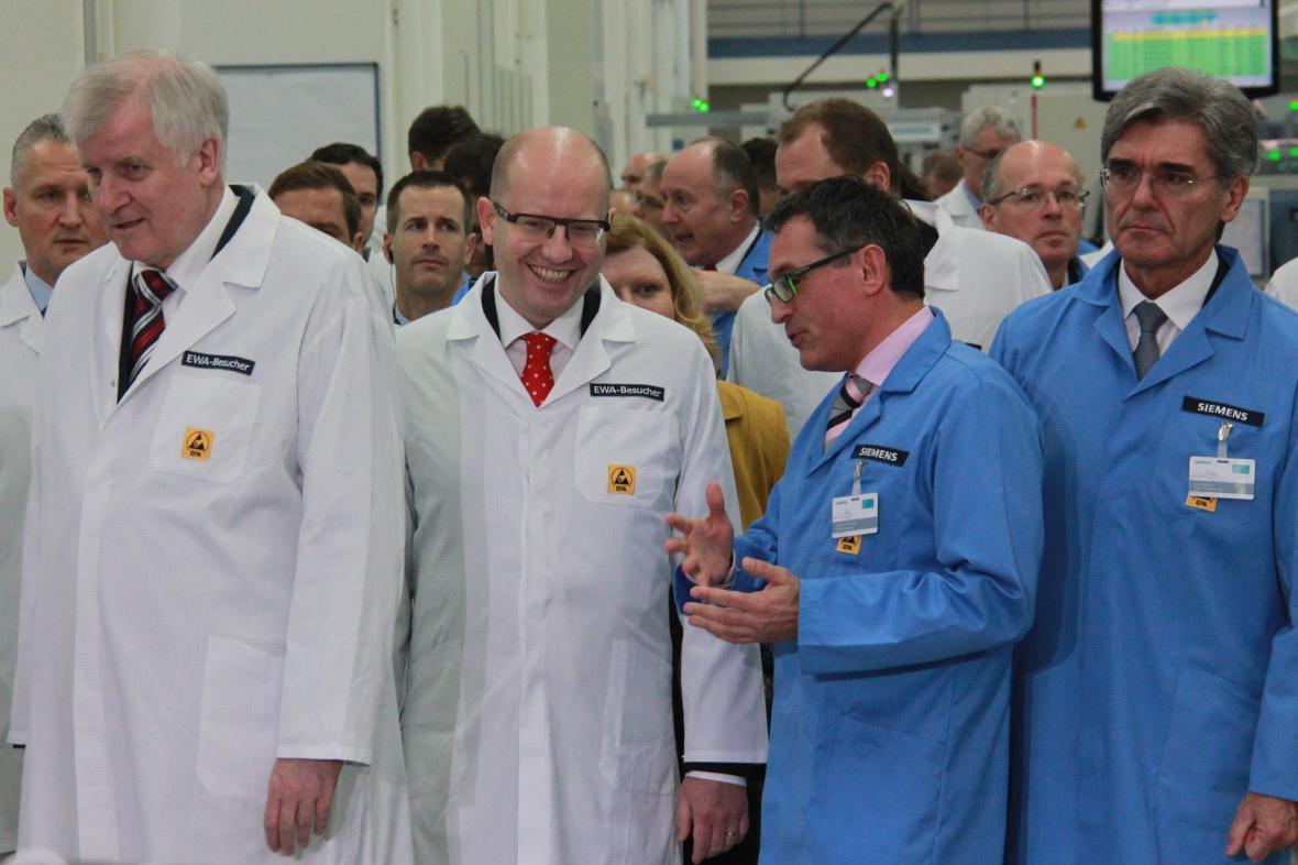 Horst Seehofer a Bohuslav Sobotka v amberském závodě společnosti Siemens