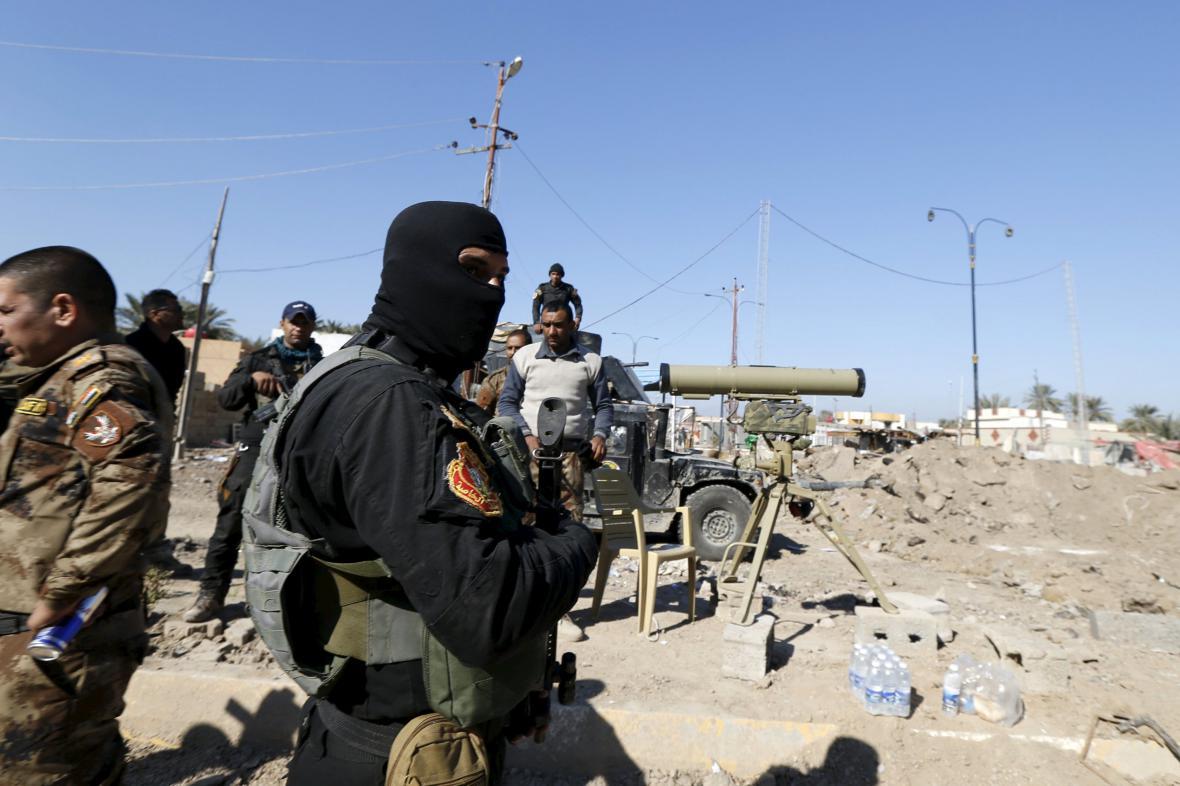 Irácké hlídky v Ramádí
