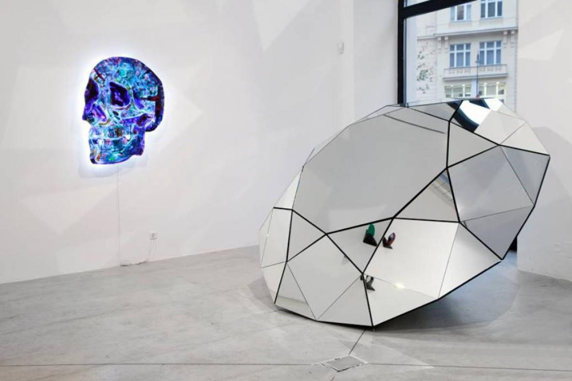 Glassplus à la Borges aneb Zrcadlo a maskáč