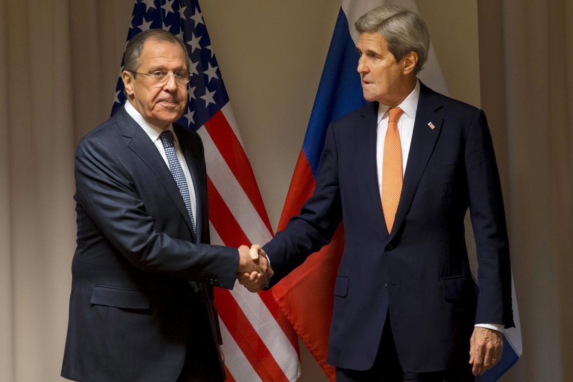 Sergej Lavrov a John Kerry na schůzce v Curychu