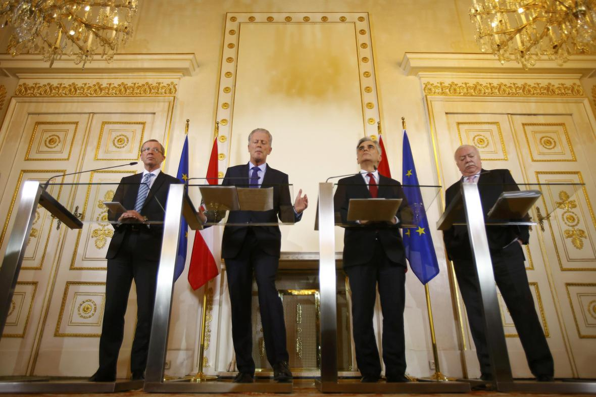 Salcburský hejtman Wilfried Haslauer, vicekancléř Reinhold Mitterlehner, kancléř Werner Faymann a vídeňský starosta Michael Häupl