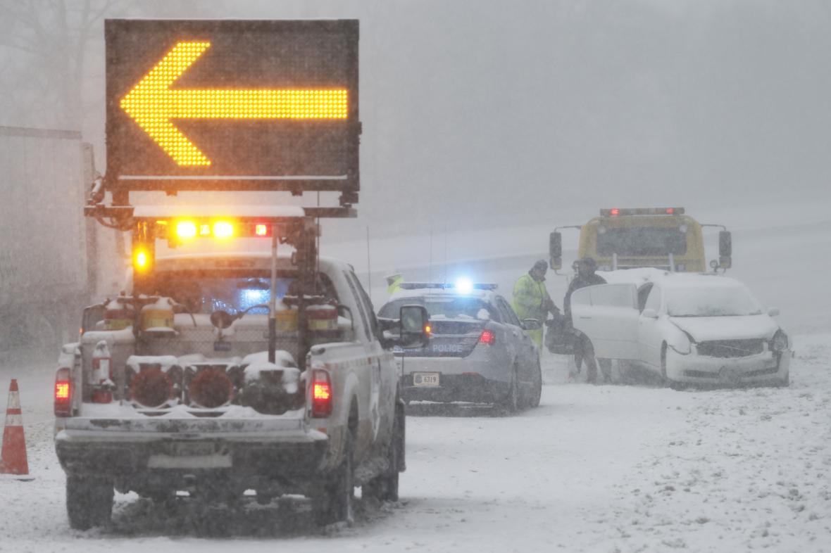 Východ USA pod náporem sněhu