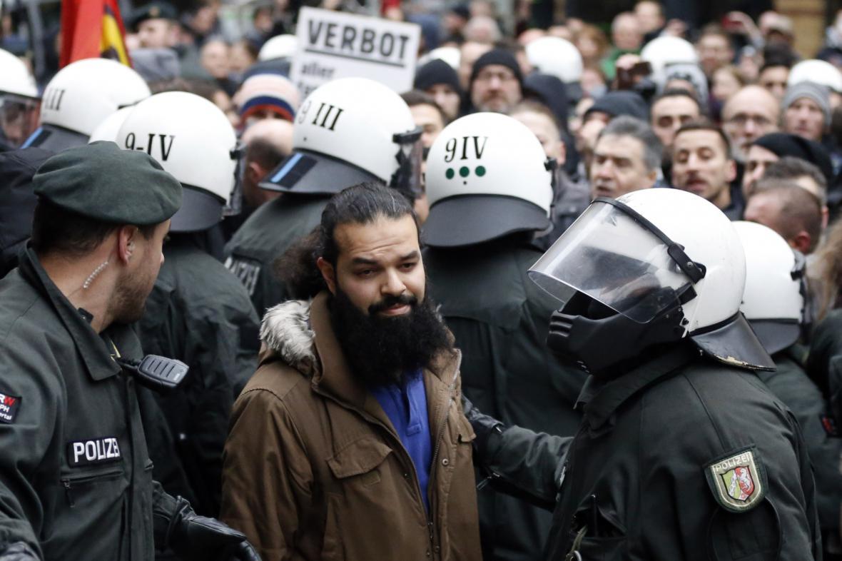 Salafisté na demonstraci Pegidy