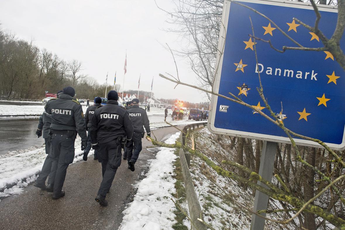 Dánská policie na hranicích s Německem