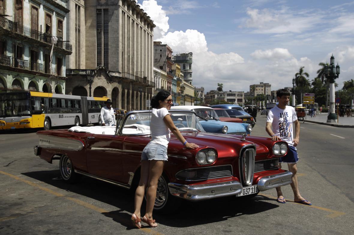 Turisté na Kubě