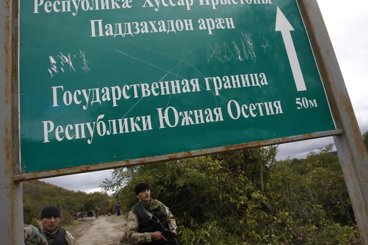 Vojáci na hranici Gruzie s Jižní Osetií
