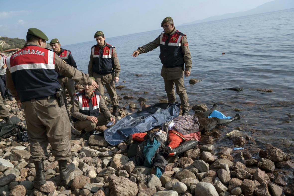 Při plavbě do Řecka utonuli další běženci