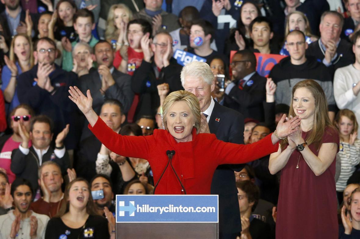 Demokratka Hillary Clintonová s manželem Billem