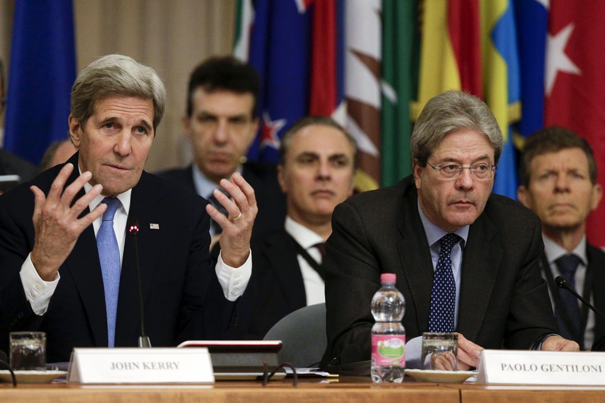 John Kerry na římském jednání o boji s IS v Libyi