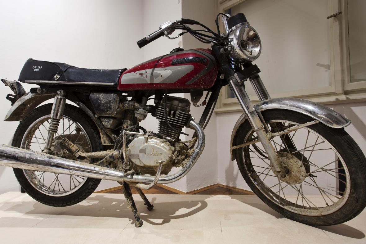 Motocykl sebevražedného útočníka Tálibánu