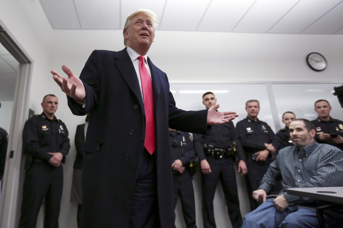 Donald Trump na setkání s policisty v New Hampshire
