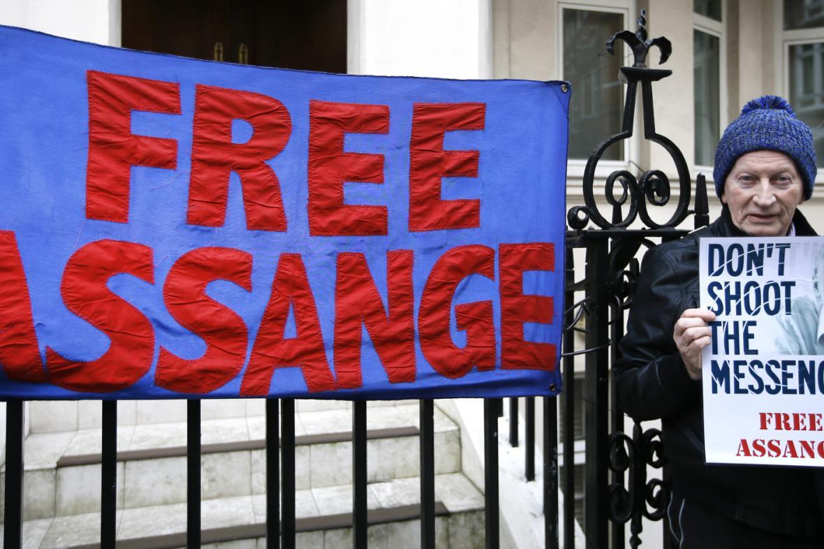Protest za osvobození Assangeho