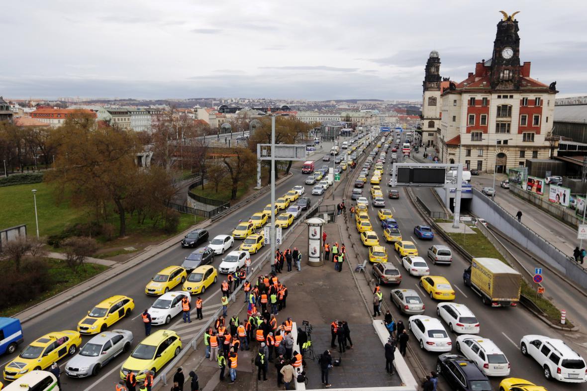 Protest taxikářů na pražské magitrále