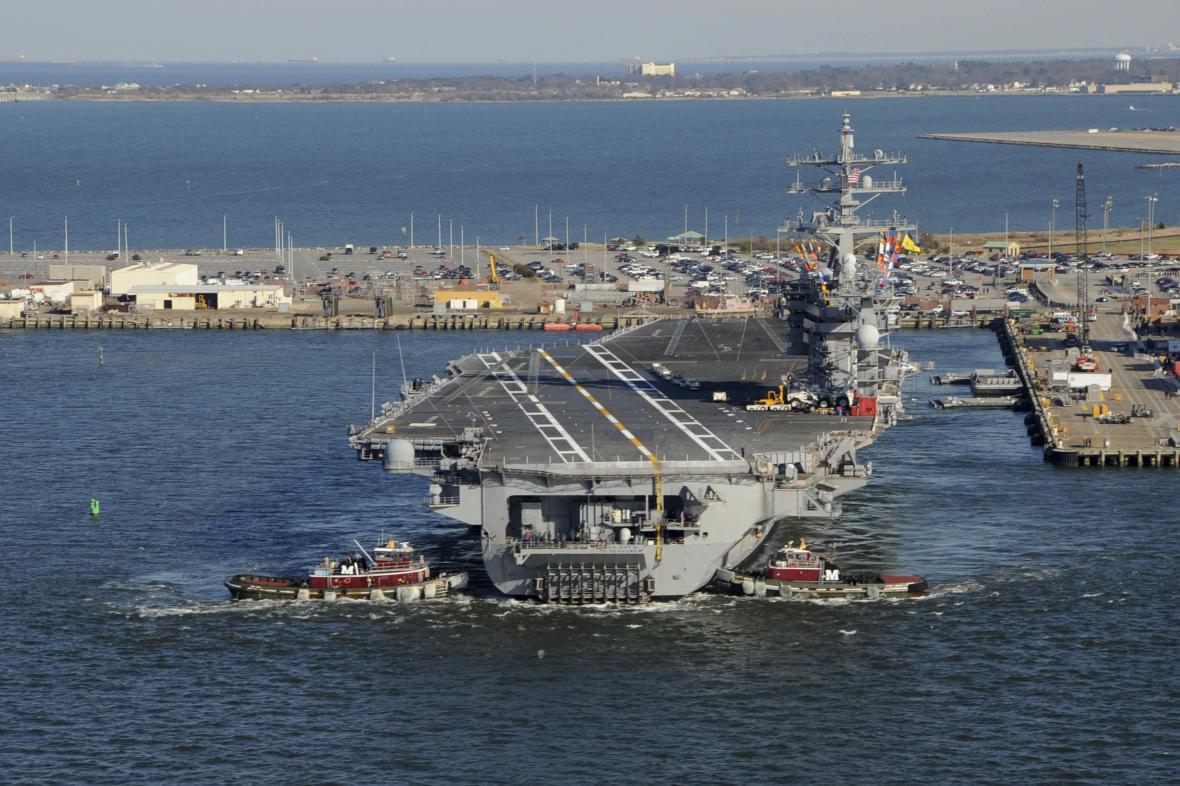 Letadlová loď USS Dwight D. Eisenhower