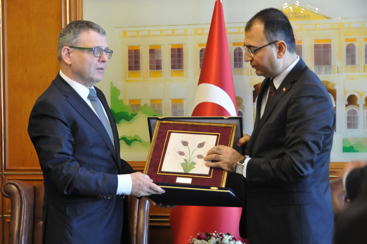 Lubomír Zaorálek s guvernérem Izmiru Mustafou Toprakem