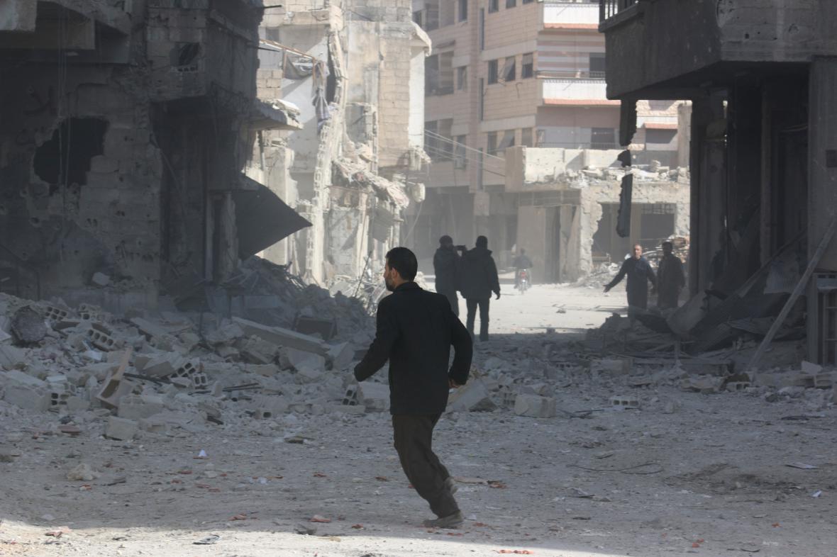 Předměstí Damašku po bombardování