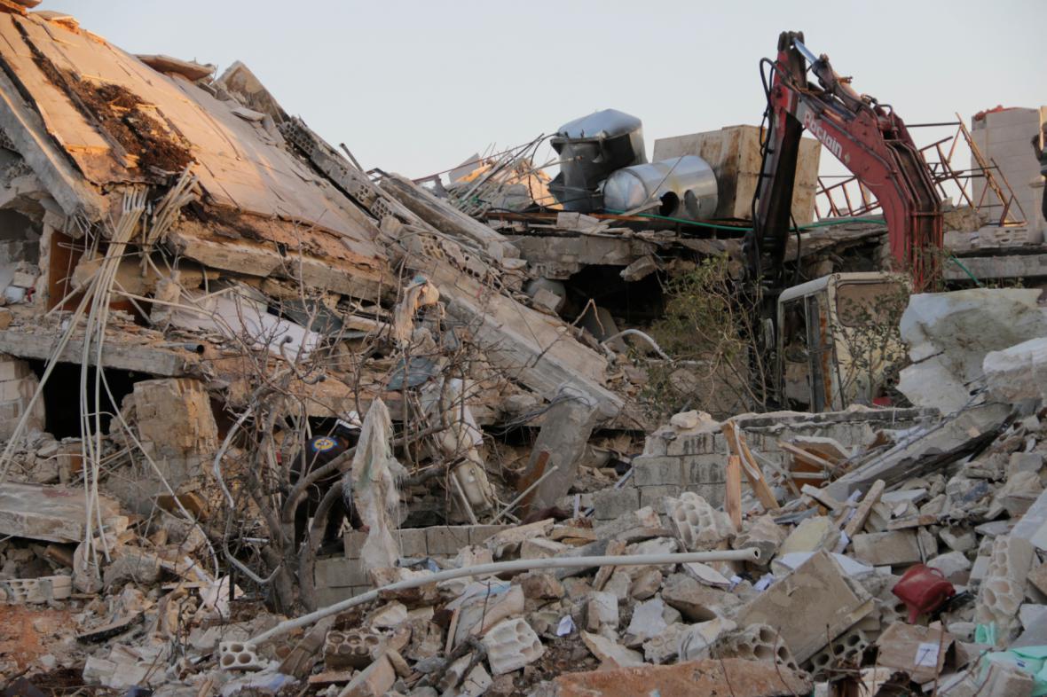 Nemocnice v Idlíbu zničená nálety