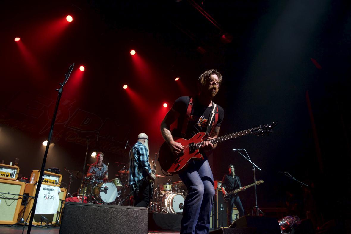 Eagles of Death Metal na koncertě v Pařížské Olympii