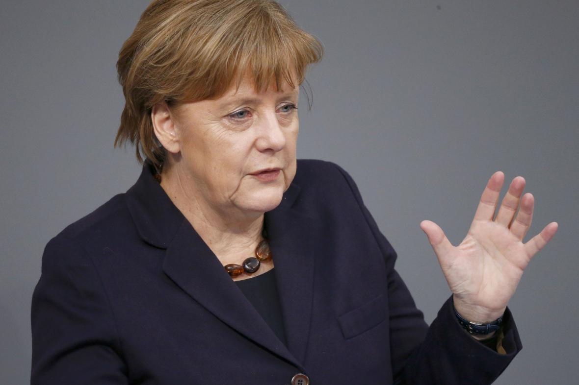 Angela Merkelová představila v Bundestagu své priority před summitem