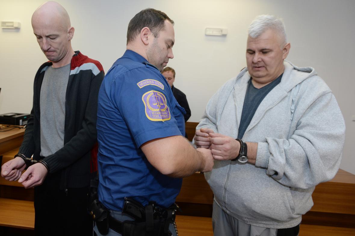 Maďaři Menyhért Sás (vlevo) a Zoltán Kapinecz obžalovaní z převaděčství